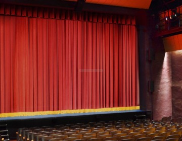 bucks-county-playhouse-gerriets-main-curtain